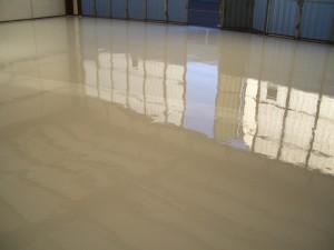 suelo de epoxi en nave industrial